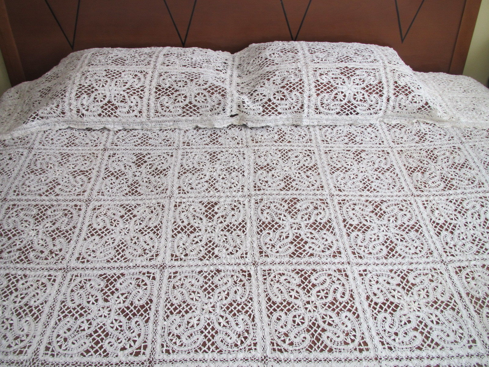 Antique Handmade Lace 2 pc Bedspread Set Bed Cover Coverlet Pillow Overlay Sham  (L&T-316)