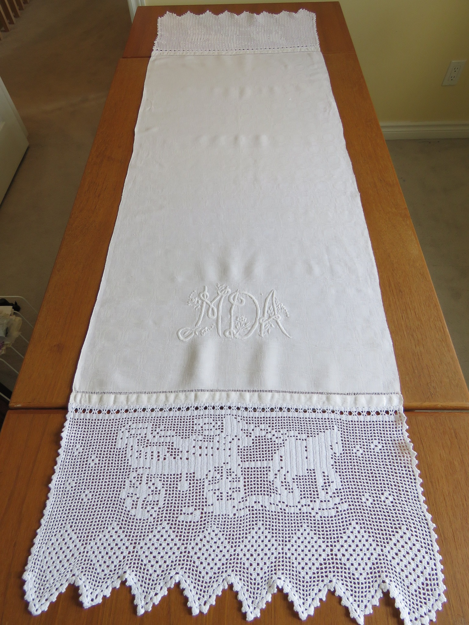 Antique Homespun Linen Show Bath Towel Hand Crochet Carriage Rider Horse (L&T-606)
