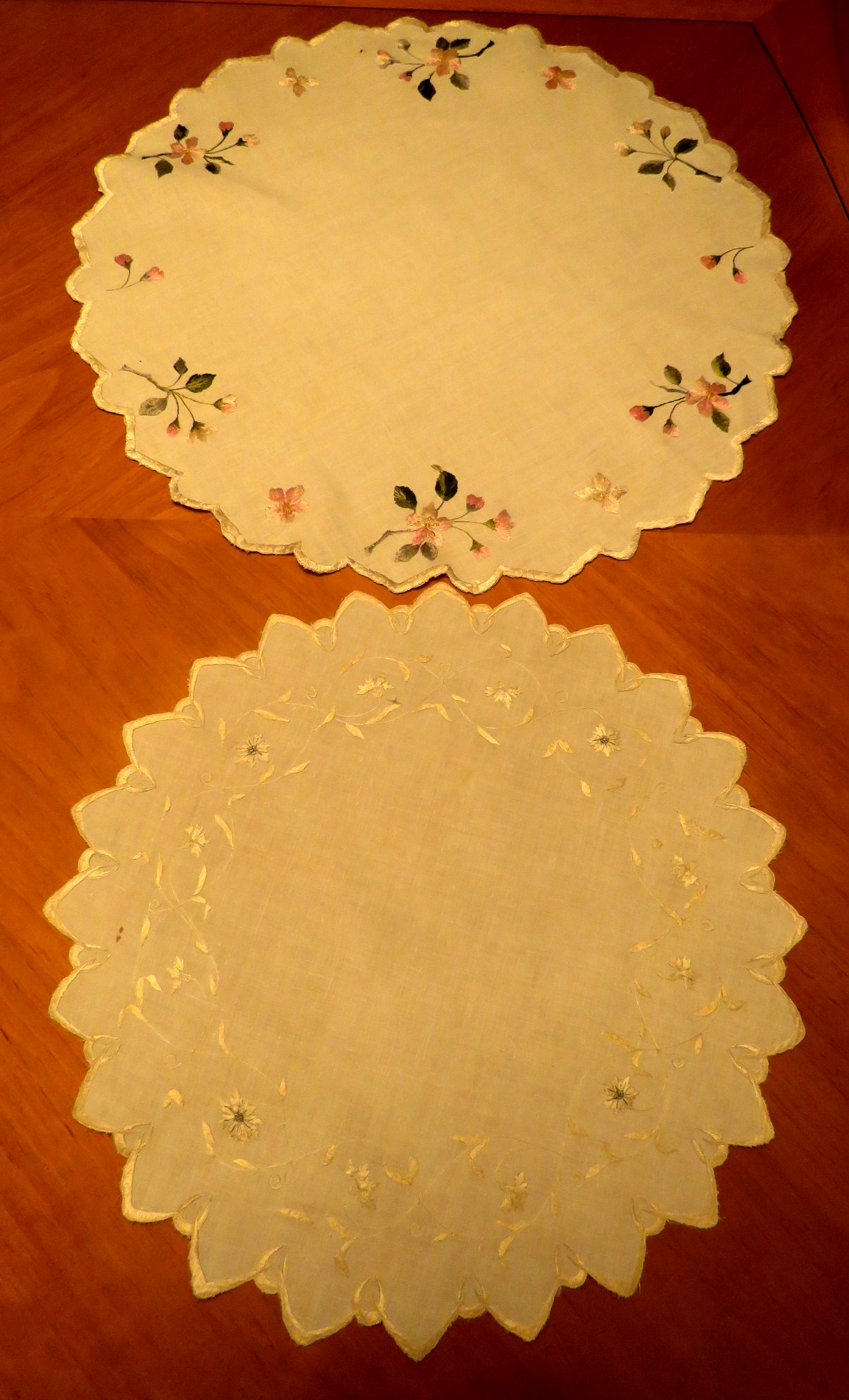 Antique Doilies Table Cover Centerpiece Hand Embroidered Society Silk Flowers (L&T-610)