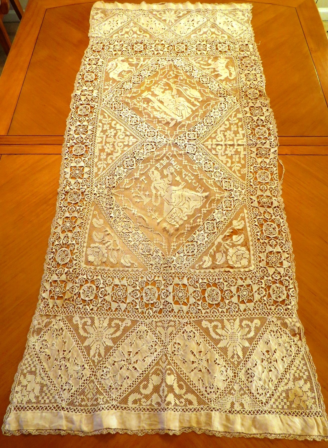Antique Runner French Table Panel Needle lace Filet Figural Reticella Wheel Ecru (L&T-623)