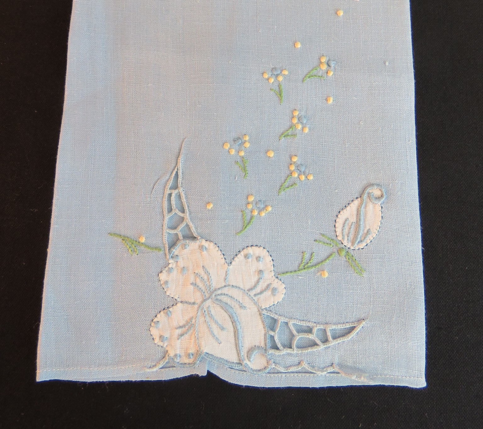 Vintage Towel Embroidered Guest Hand Roses Embroidery Flowers White Blue Flowers (L&T-684)