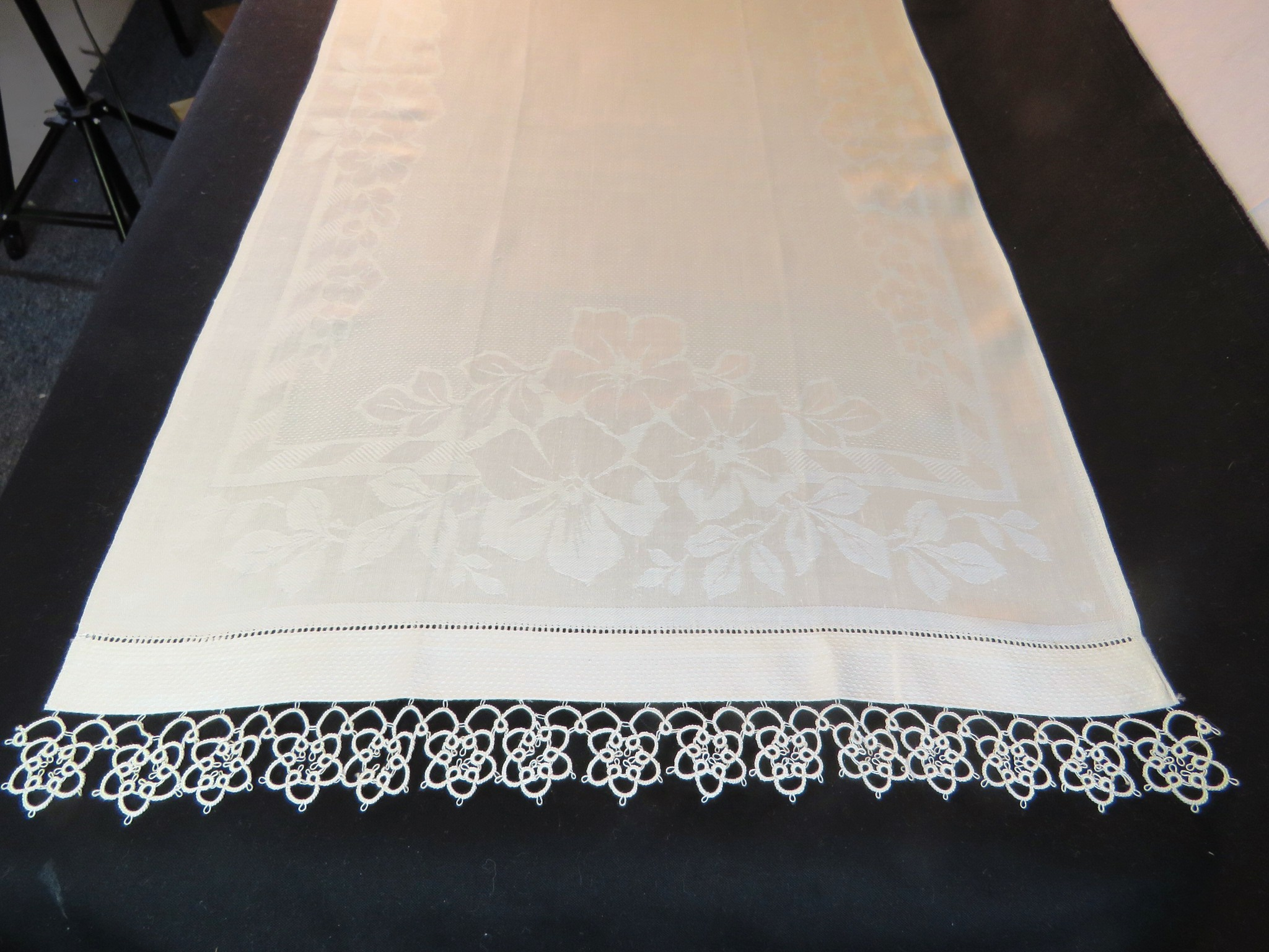 Antique Towel Linen Damask Flowers White Guest Hand Tatted Lace Tatting Vintage (L&T-701)