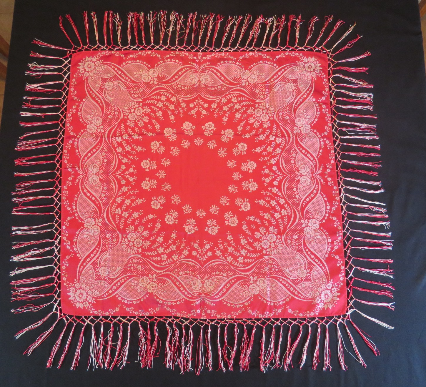 Antique Tablecloth Table Centerpiece Cover Red White Damask Rayon Fringed Topper (L&T-788) in Linens & Textiles > Tablecloth