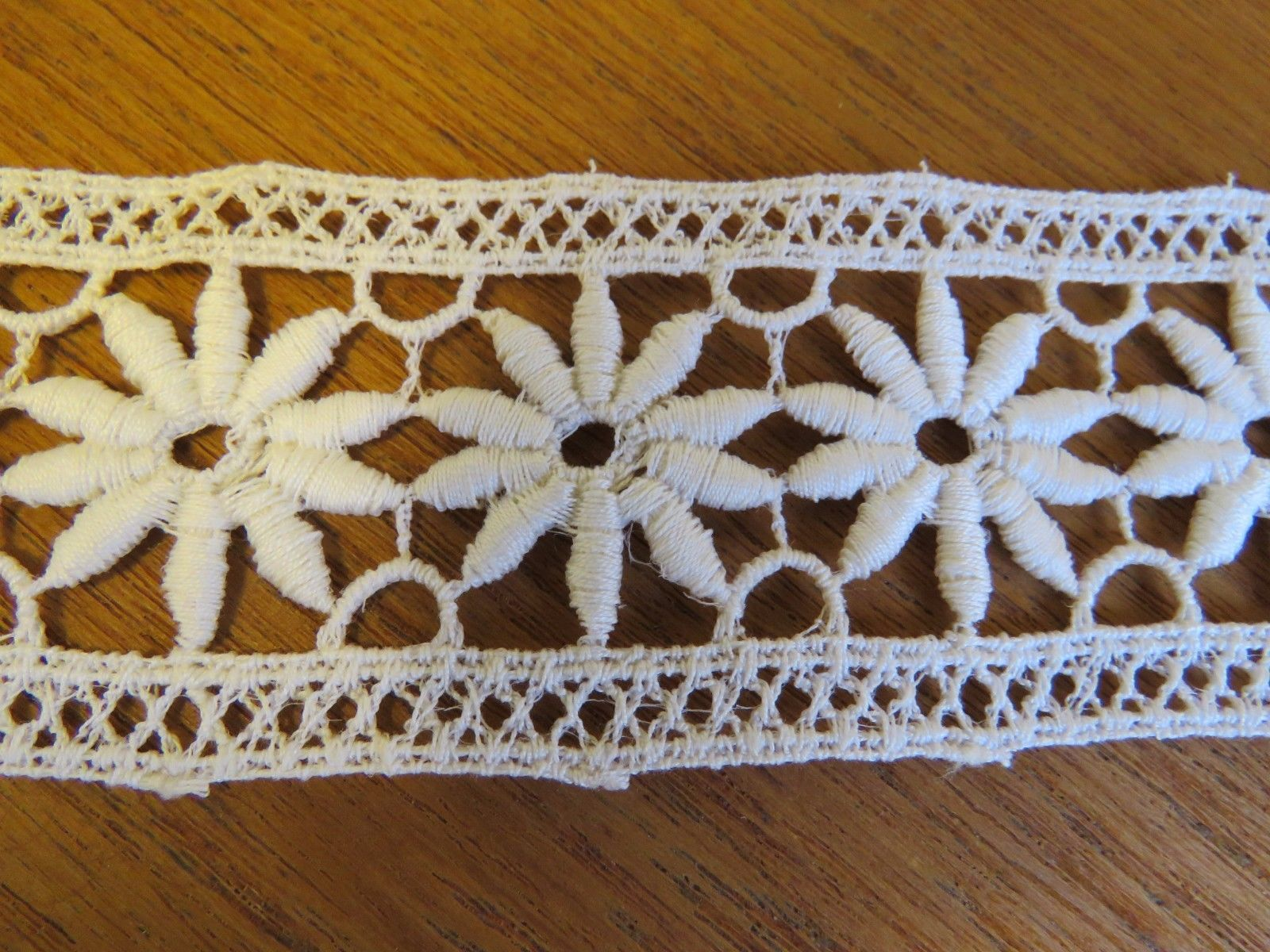 "Vintage Lace Trim Insertion 36"" Daisy Flower 1960's Edging Creamy White (LAC-126)"