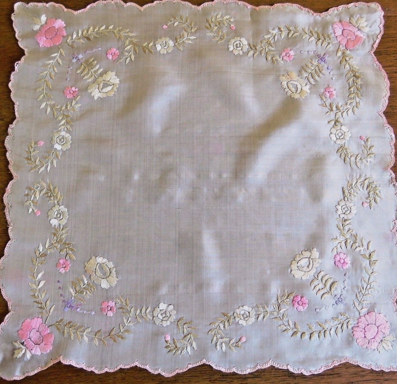 Vintage Handkerchief Silk Embroidered Antique Hanky Asian Chinese Embroidery   (LAC-261)