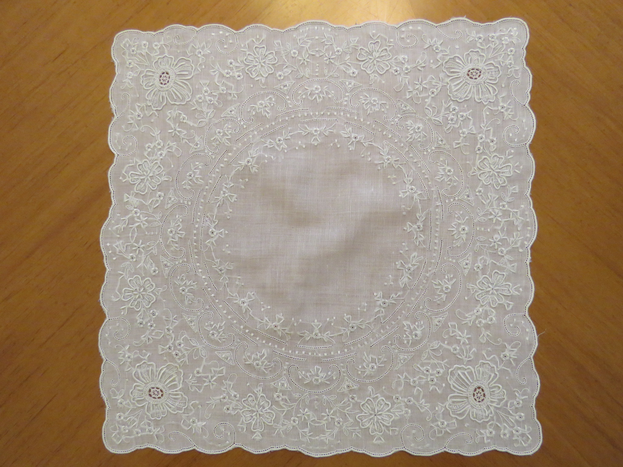 Vintage Ladies Wedding Linen Handkerchief Hand Embroidered Flowers Embroidery (LAC-262)