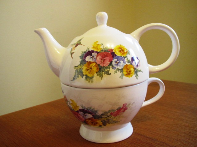 TEA FOR ONE (combination TEAPOT and Cup) Hummingbird Pansies NEW (POT-122) in Pottery & Glass > Other Items